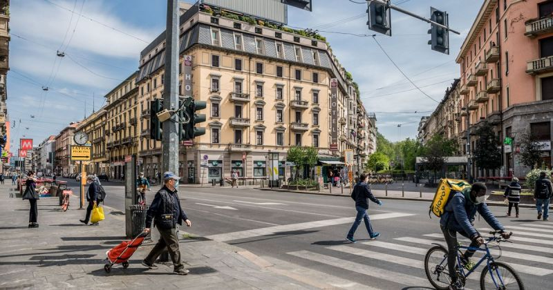 Around the world cities are changing how we share the public spaces between buildings that we call streets to protect us from Covid-19. See our briefing on what's being done and where. Lower speed limits, space-reallocation, its all happening. https://t.co/zlLKrZ3YFl https://t.co/JJsiNtw46P
