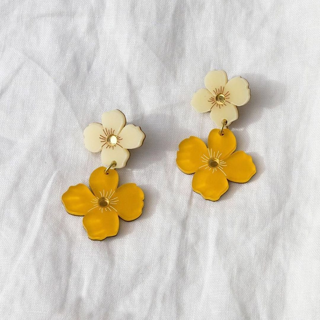 Some flowers to brighten your day 🌼 We'll take floral jewelry over a bouquet any day! Image: Atterley #WolfandMoon #Jewelry #ModeSens