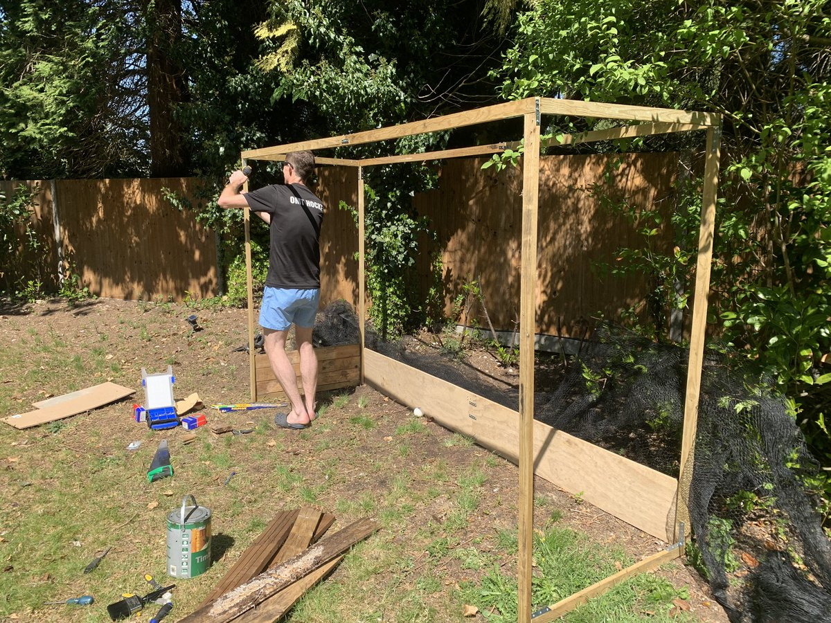 Omt Hockey On Twitter Diy Lockdown Hockey Inspired By The Goal In Samanthaquek S Garden All Materials Found In The Garage Including An Old Pond Net Thanks For The Inspiration Lockdownsport Hockey