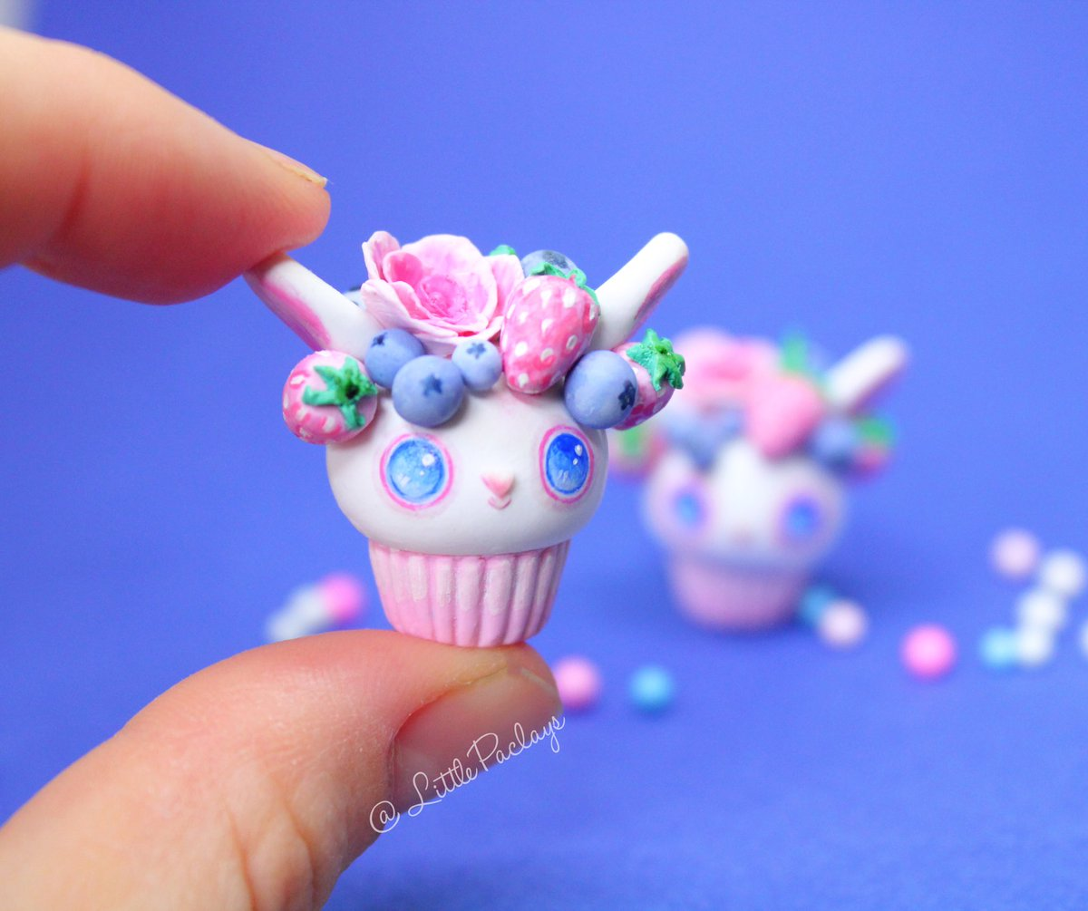 It took some time and effort but finally its done, as you can see i changed the eyes style a bit in this design. I thought they  looked cuter like this. Hope you guys like it and as always don't forgot to like and share#polymerclaycharms#cuteanimals#cute#cupcakes#bunny pic.twitter.com/PPO4OiqjPO