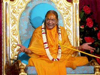"""There are two areas – maya's and God's. Since eternity you have not found happiness in maya. This means that happiness must be in God's area . . ."" Jagadguru Shri Kripalu Ji Maharaj  https://www. jkpliterature.org.in/kripalu-bhakti -dhara-8b   …   #motivationmonday #jkpliterature #kripalubhaktidhara #faithingod <br>http://pic.twitter.com/2Alnfgjf1U"