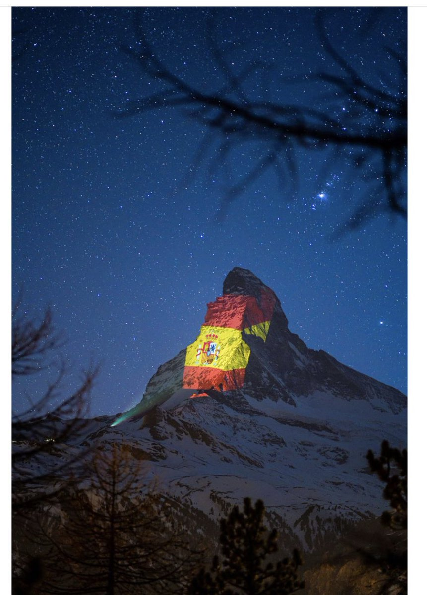 Kapitalny projekt! 24 kwietnia Matterhorn był biało - czerwony. #gerryhofstetter #lightishope #Matterhorn #MonteCervino