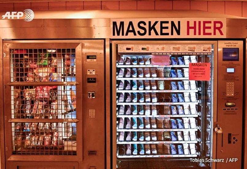 🇩🇪 A Berlin (Allemagne) des distributeurs de masques à 2 euros sont installés dans les lieux publics.   → https://t.co/2GwJWhdPR8 #ConfinementJour42 #covid19 #coronavirus https://t.co/uSjYHyAHW3