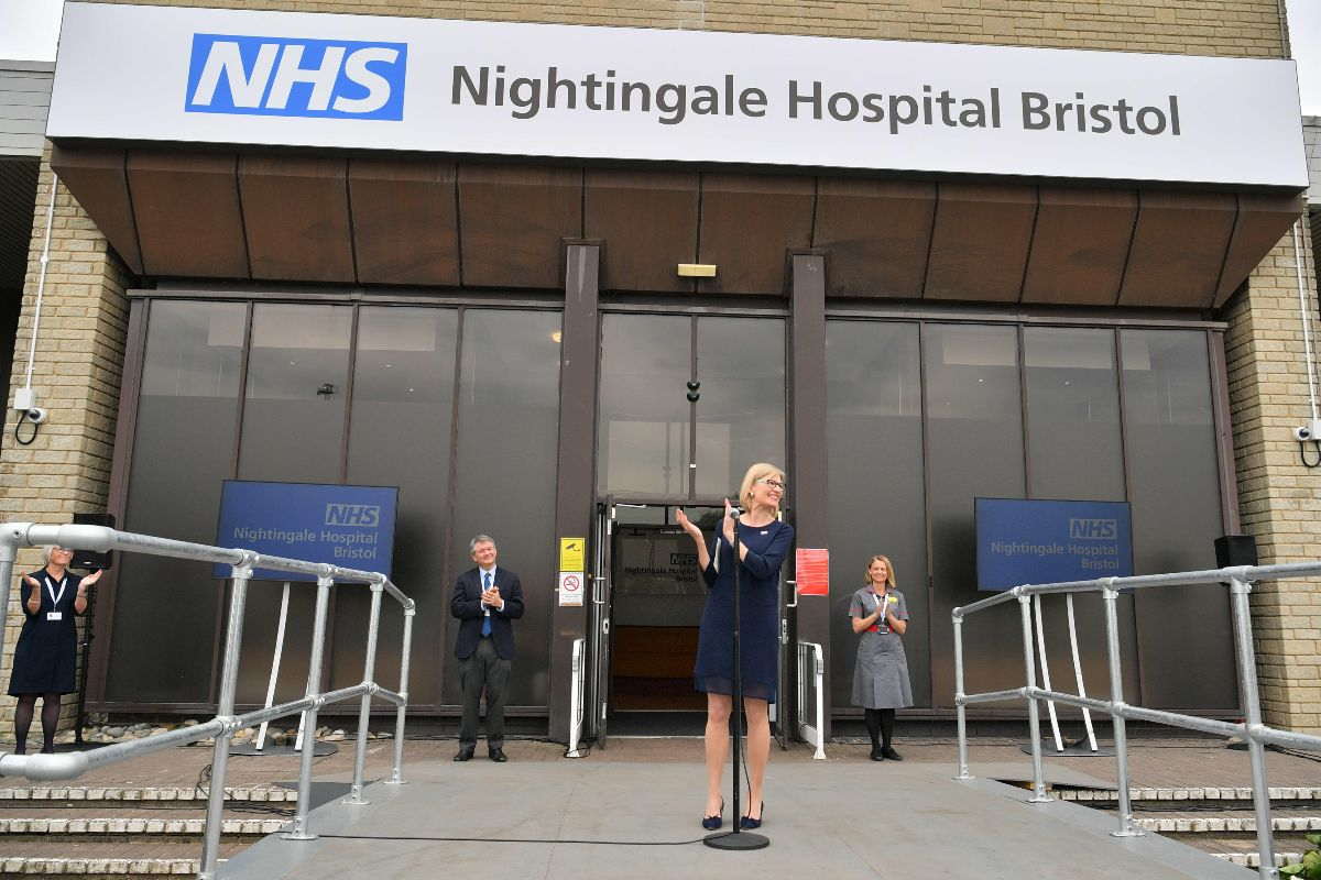 🏥   Today the NHS Nightingale Bristol was officially opened by HRH Prince Edward, Earl of Wessex.  Our transformed Exhibition and Conferencing Centre will provide 300 beds for #Covid19 patients.  Well done to all that made it happen 👏    ➡️https://t.co/icZqWwtSBE  #TeamUWE https://t.co/tIZ6sANg4i