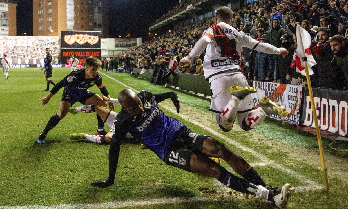 Just been reminded of this photo featuring Allan Nyom attempting to amputate an opponent's legs. Thought I'd re-share. https://t.co/vhCNTOf4WE