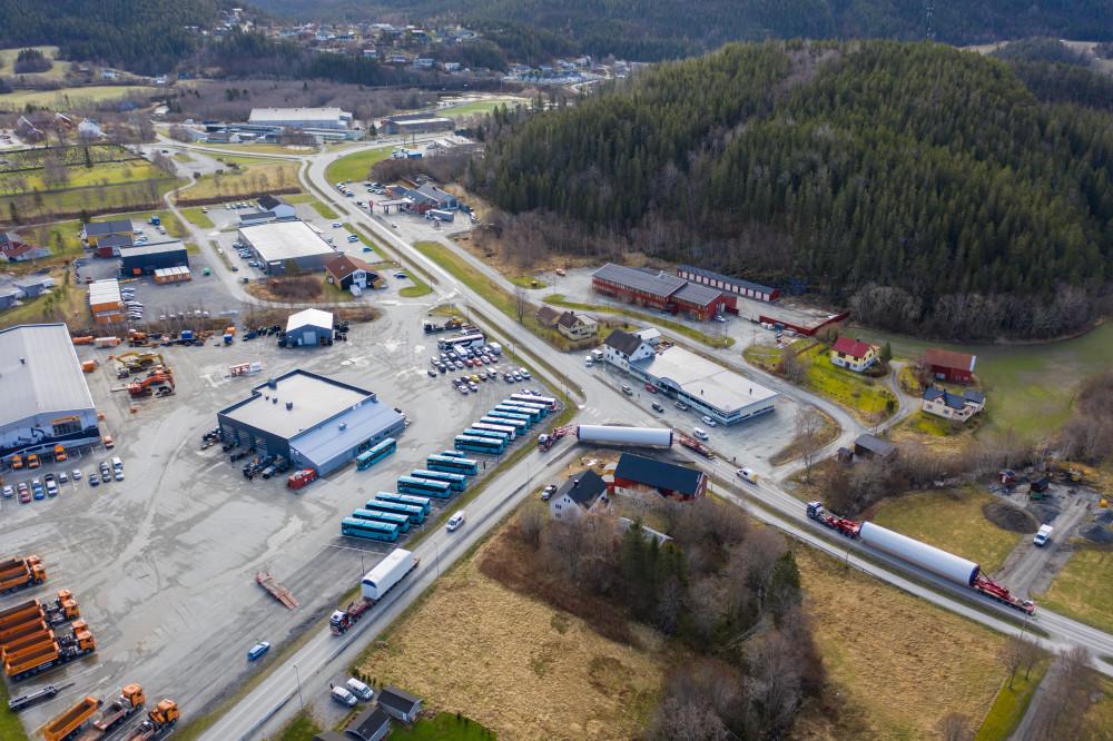 Første transport av turbindeler til Kvenndalsfjellet vindpark vel gjennomført https://t.co/Aq2cJRhgBJ https://t.co/jPTGZM8eU6