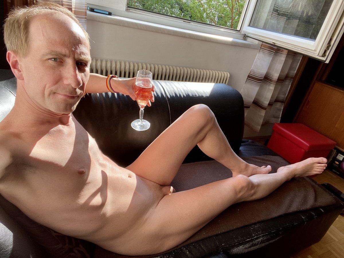 Nackt fotos zuhause Amateur Porno