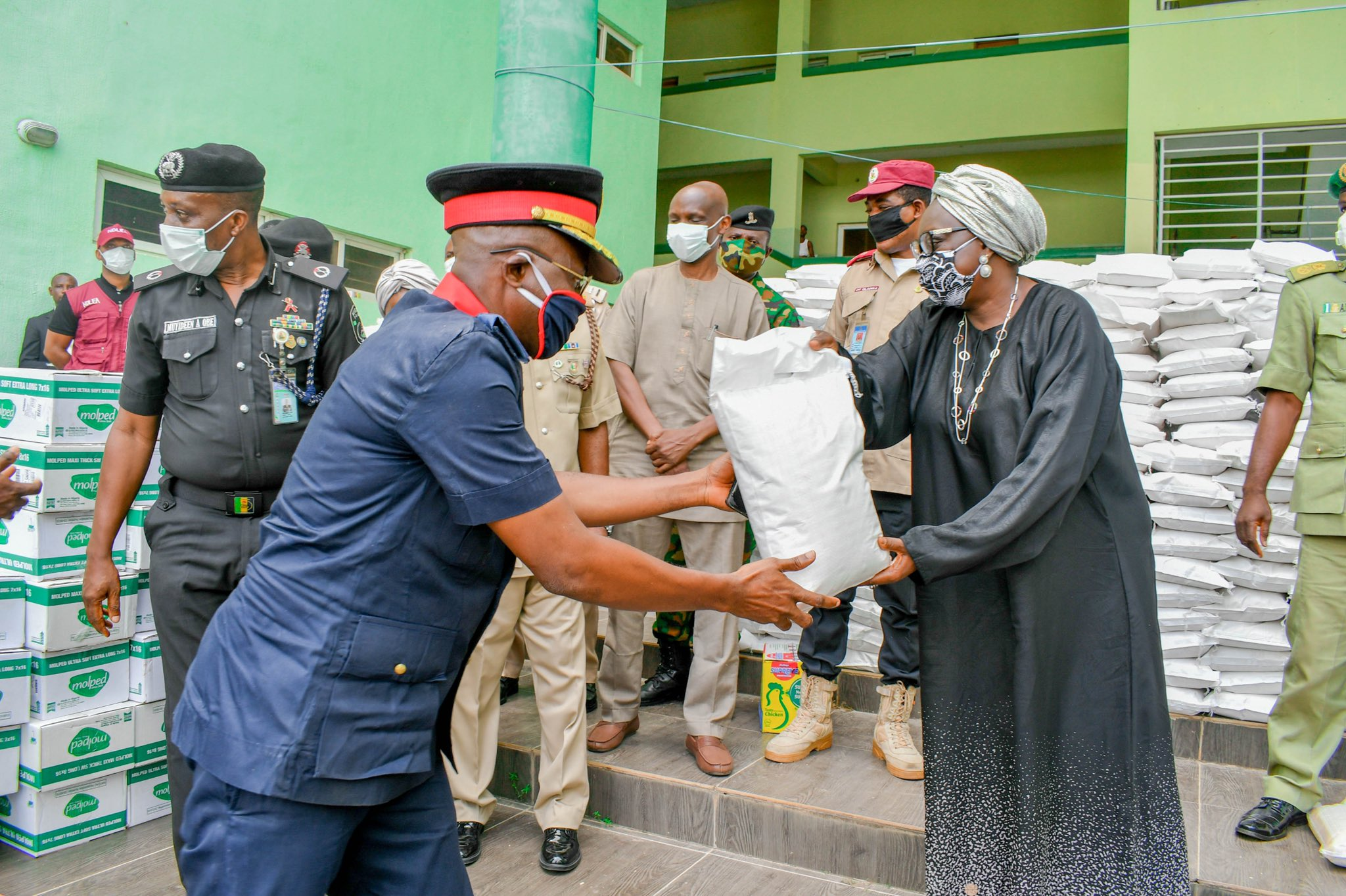 Ogun State provides Palliatives for Security Personnel.