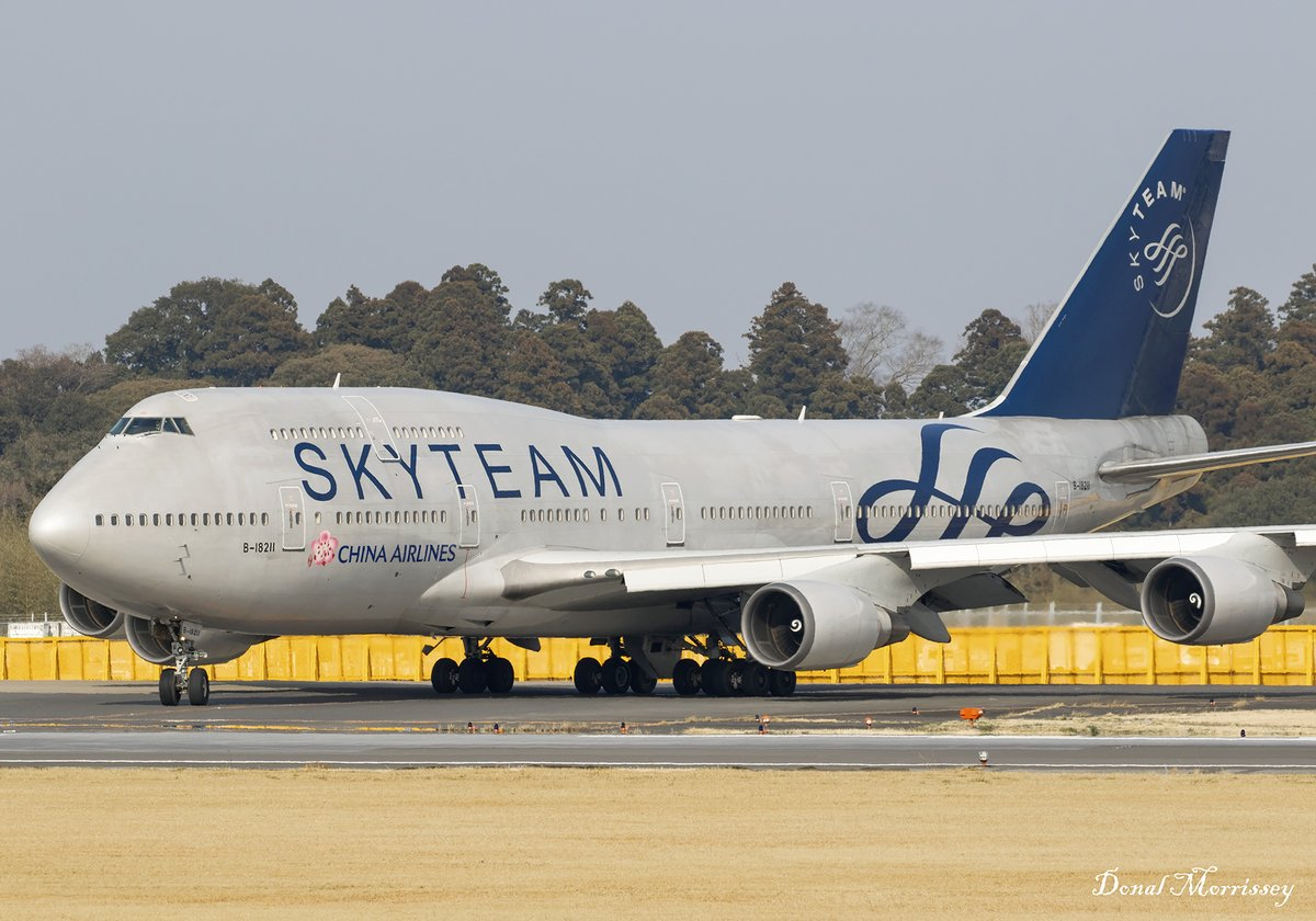 "Another shot from Tokyo, @ChinaairlinesJP in @skyteam livery 747-409 B-18211 ""Dynasty 101"" departing Narita to Taipei. (March 2017) #Avgeek #Aviation #Airtravel #Chinaairlines #Boeing #B747 #Tokyo #Japan #Throwbackpic.twitter.com/2KNwCBl8QR"