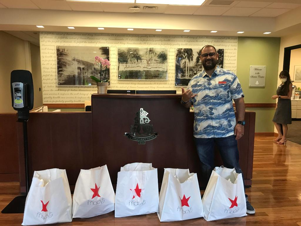 .@Macys delivered candy and chocolate goodies to front line nurses and first responders at Queens Medical Center. They also delivered Godiva Chocolates to Hawaii Food Bank so families in need could have a nice treat, too. Mahalo to you @macys for your kindness and generosity! https://t.co/THDIQkd5mL