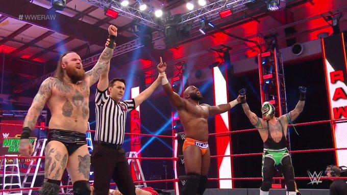 Apollo Crews consegue vitória expressiva no RAW