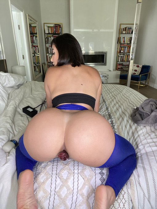 2 pic. ripped these tights off and had some fun today. click the link below to watch https://t.co/v3