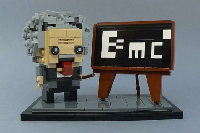 #Geek 🤓 Awesome of the Day ⭐ ➡️ #LEGO Albert #Einstein E=mc2 via @LEG0fan #SamaGeek 🧐   ➡️ View More #SamaCollection 👉 https://t.co/Kugls40kPu