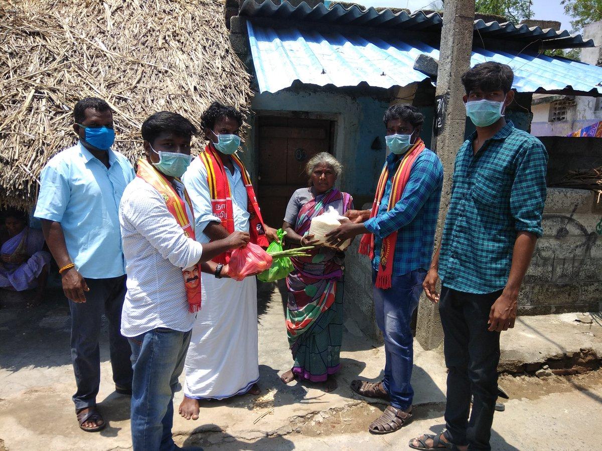 #கள்ளக்குறிச்சி மாவட்டம் ரிஷிவந்தியம் வடக்கு தொகுதியில் அமைந்துள்ள எனது #கள்ளிப்பாடி #கிராமத்தில் நாம்தமிழர் கட்சி சார்பாக வறுமையில் இருக்கும் குடும்பங்களுக்கு உணவு பொருட்கள் வழங்கப்பட்டது🔥💪 https://t.co/MwoR2I64Cd
