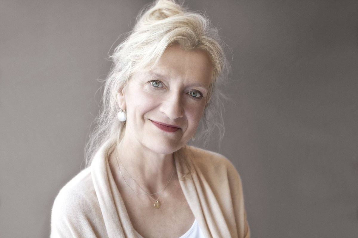 When we asked you what you were reading in lockdown, so many of you were raving about @lizstrout that we thought we'd dig out a lovely chat @janegarvey1 had with her last year. A must listen for fans of Olive Kitteridge: https://t.co/rHCHQlHBMf https://t.co/JHBgVFjNc9