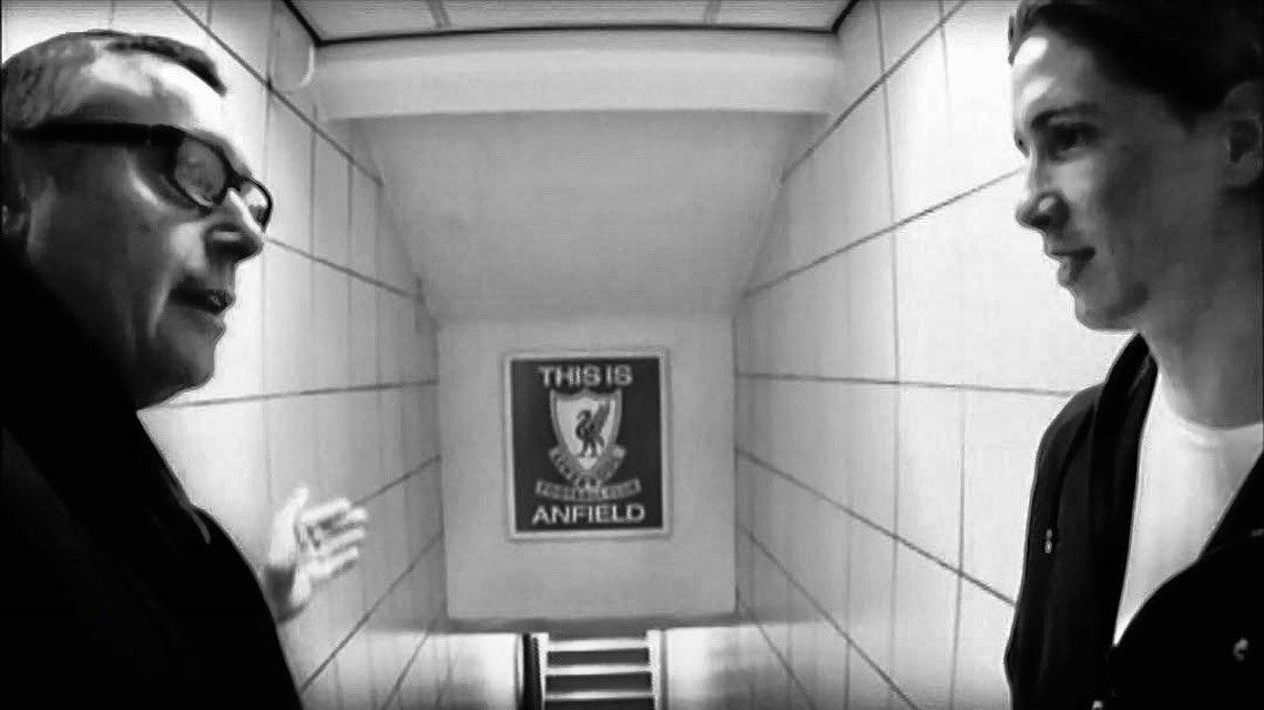 Lo conocí en las tripas de Anfield. Allí fomentamos aquello del 'Nunca caminarás solo'. Y claro que lo entendí. Siempre en nuestra memoria Michael Robinson. D.E.P.