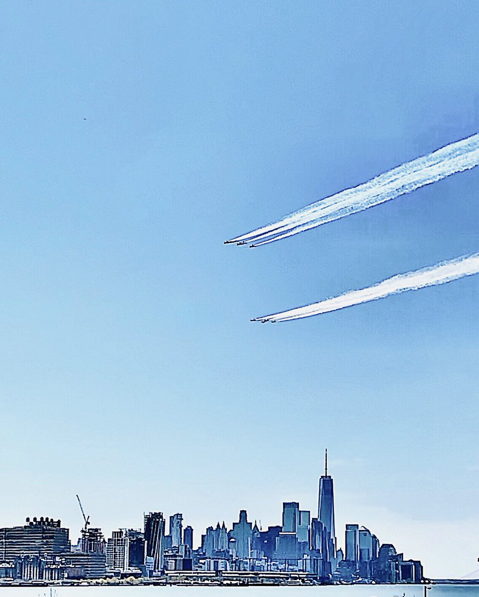 Thank you, frontline workers 💙 @BlueAngels @AFThunderbirds