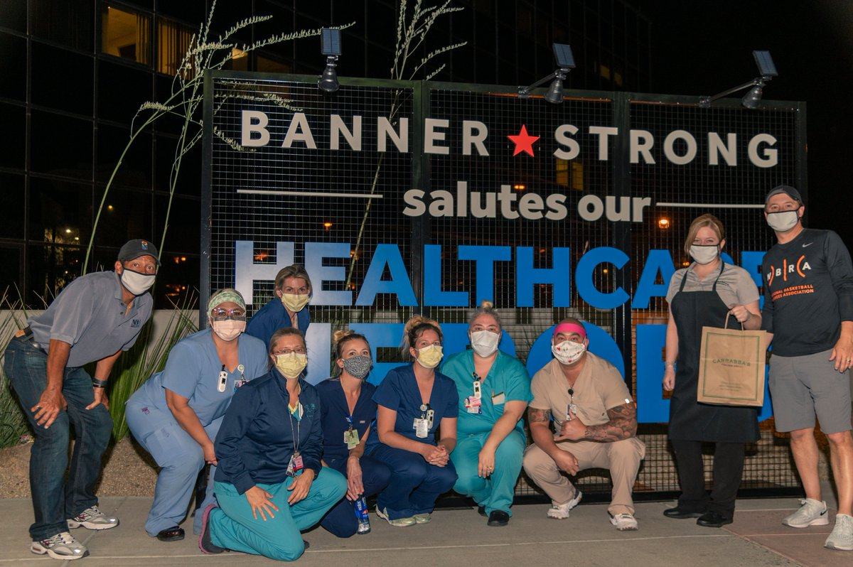 Members of the @OfficialNBARefs, Bill Kennedy and Scott Twardoski, delivered 100 meals to healthcare workers at @BannerHealth Thunderbird Medical Center in Glendale, AZ last week.  Thank you to the heroes of this crisis for all you do! @NBACares #NBATogether https://t.co/WQ92NivbaI