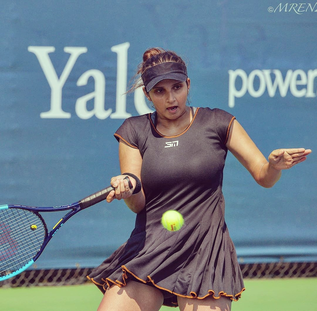 Sania Mirza back on the tennis court after pregnancy.  #saniamirza #sania #saniamirzafans #tennisgirl #tennis #tennisskirt #sports #indiangirl #afterpregnancy #fit #fitnessmotivation #fitgirlpic.twitter.com/PiPV5RY896