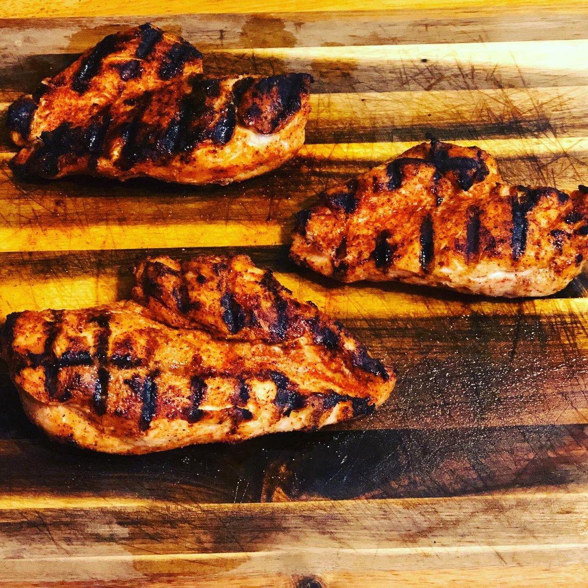 #dinnerisserved #dinner #chicken #grilledchicken #bbq #bbqchicken #bbqlife #bbqlifestyle #grillnight #grilllife #grilllifestyle #bbqon #calebbrown65bbq #grillon https://t.co/bLEEP6bW5n