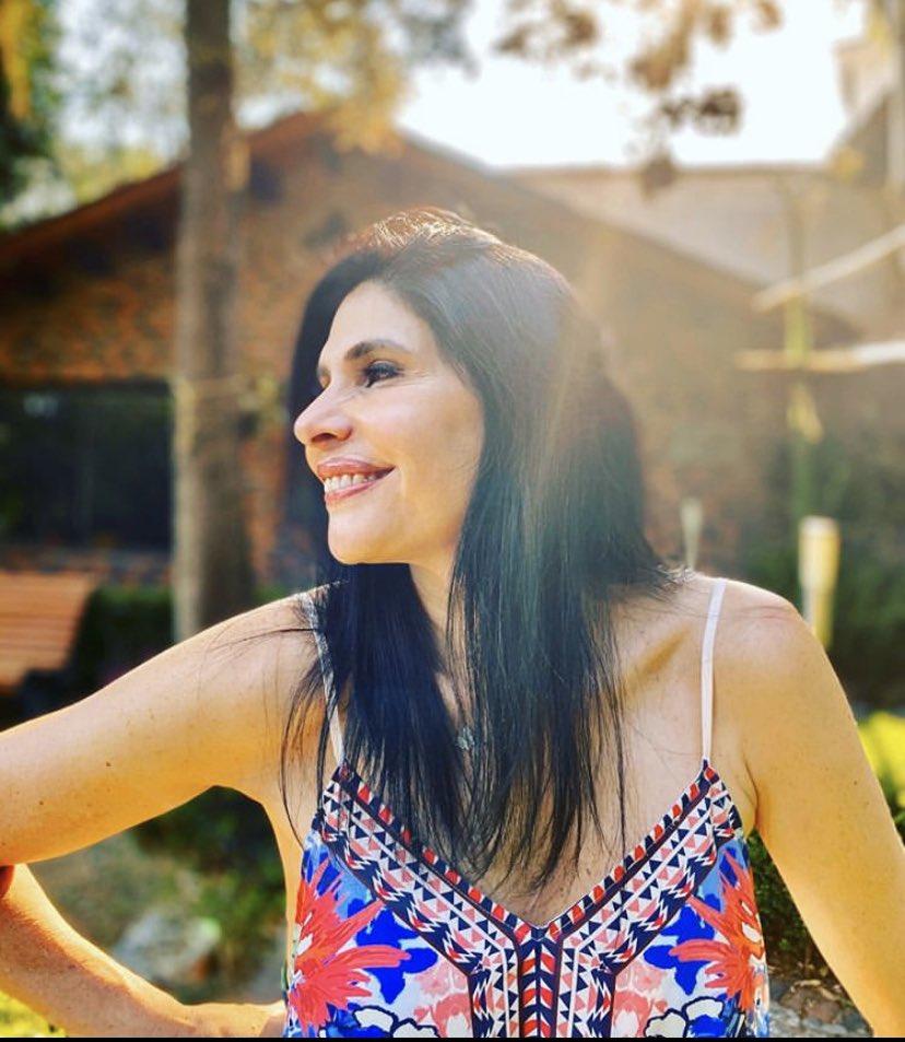 Mujer con luz propia, actriz que ilumina el escenario. Te queremos al infinito, @raquelgarzac . Feliz cumpleaños y gracias por esta amistad. #TalentoMV https://t.co/mcPDFMXCFc