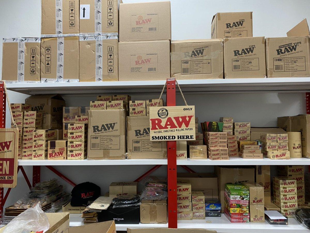RawThailand สินค้าใหม่มาแล้ว! พบกับสินค้าใหม่ลิขสิทธิ์แท้ของ Raw ที่เราคัดสรรมาเพื่อคุณ ไม่ว่าจะเป็นกระดาษ, ก้นกรอง, แหวน, พ้าพันคอ และถุงเท้า ได้ที่ https://t.co/3o6LqGNS0U  #rawthailand #rollingpapers #raw #rawlife #happy420 #rawshop #filtertips #grinder #PreRolledTips #RawTray https://t.co/RsD76G0KwB