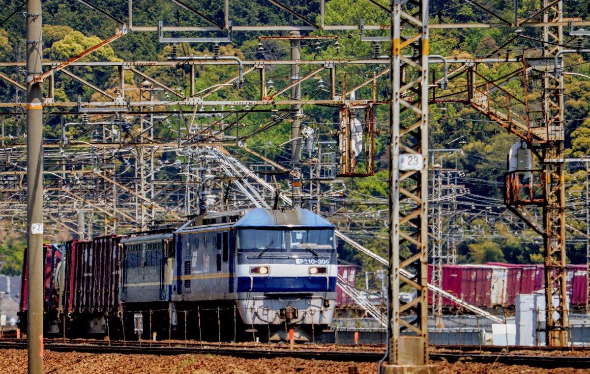 #吹田a129運用 #5085レ #EF210305 #EF652067 #EF65pf #吹田機関区 #新鶴見機関区 #無動 #貨物列車 #電気機関車 20204.29 pm12:36 https://t.co/CkSPAUZjOX