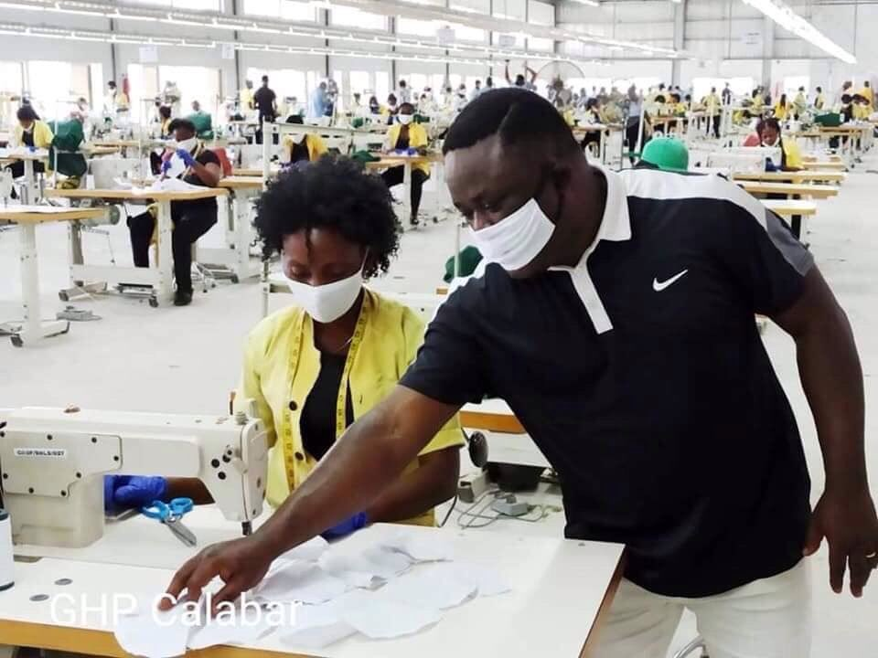 Lagos State has ordered 1 million face masks from a factory in Calabar, Cross River State. Kano Businessman, Alhaji Isiaku Rabiu also ordered 100,000 face masks. Benue, Julius Berger and ShopRite also made orders.  The factory has the capacity to produce 100,000 face masks daily. https://t.co/iy3sW0j9Kt