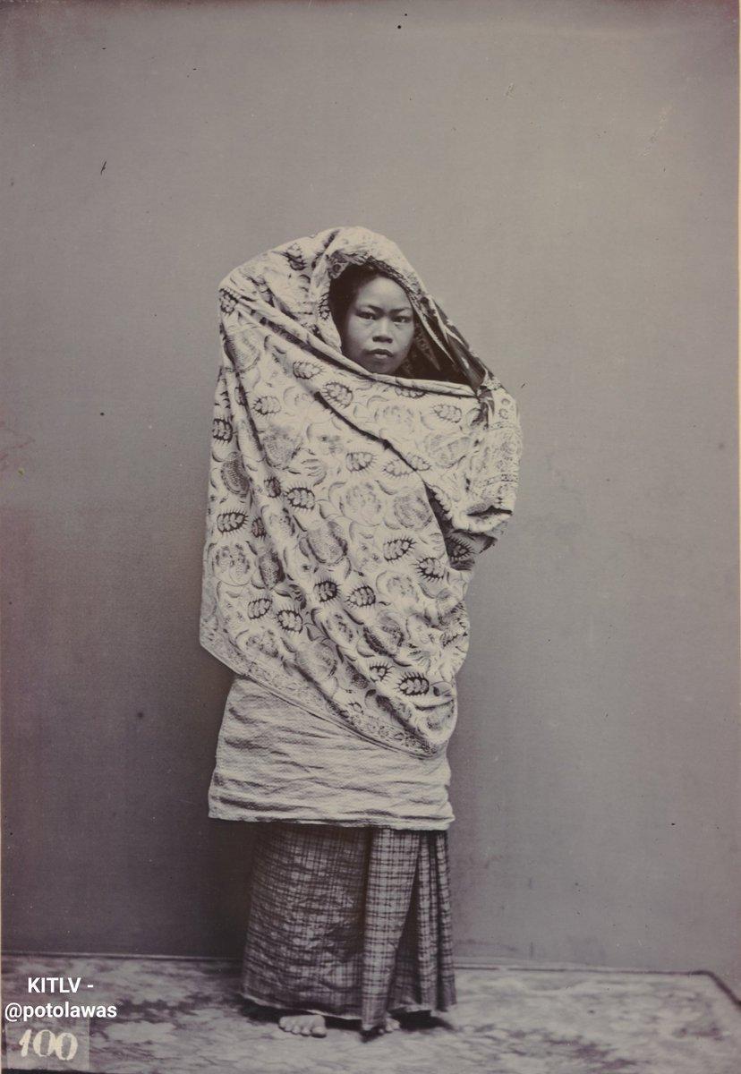 Chinese vrouw te Makassar circa 1900. • : Leiden University Libraries • #potolawas #potolawasmakassar #makassar #infomakassar #gadismakassar #makassarinfo #exploremakassar #makassarhits #makassarcity pic.twitter.com/E9VRLQTN1s
