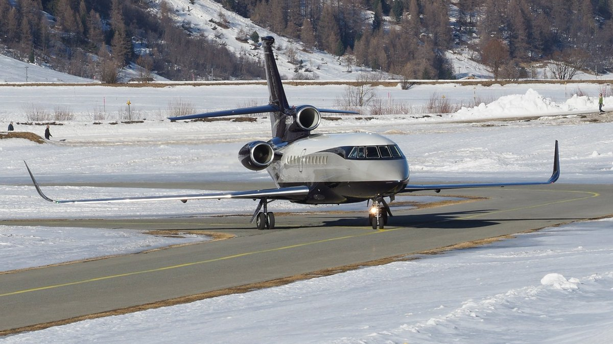 Busy Business Jet Action  Samedan Airport 22.02.2020  Video OUT NOW  on YouTube by crosswind  #gegvo #tagaviation #dassault #falcon #falcon900ex  #valleylanding #mountains #privatejet #corporatejets #businessjet #planespotting #samedanaiport #EngadinAirport #stmoritz #aviation https://t.co/vX4GrUWiyI