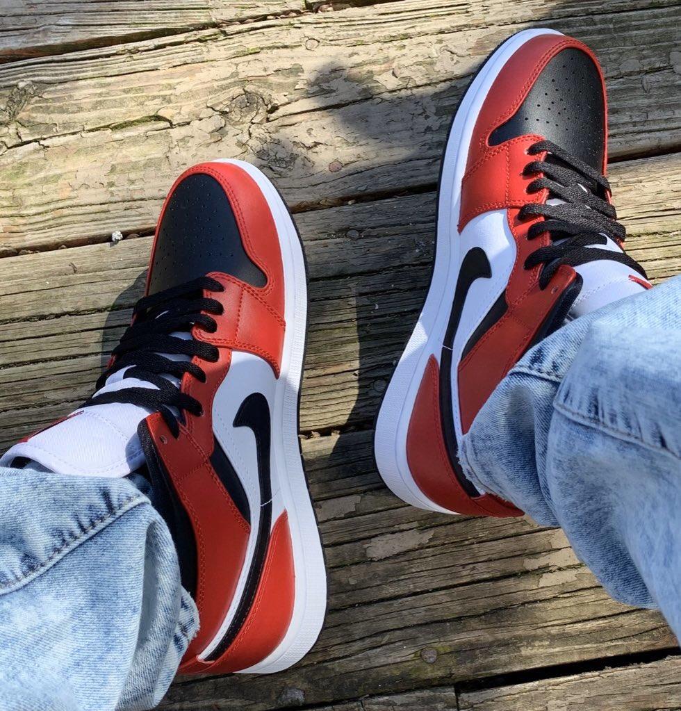Snkr Twitr On Twitter Jordan 1 Mid Chicago Black Toe On Nike