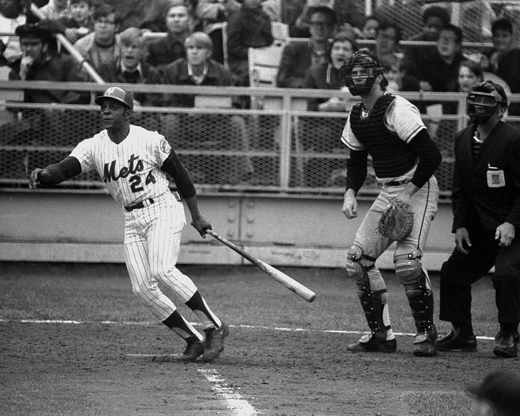 #OTD in 1972 at Shea, Willie Mays blasts career HR #647 as C Fran Healy looks on, the eventual game-winner as NY beat SF 5-4 in his #Mets debut. It was Mays' 1st hit for Amazins; his 1st hit for #NYGiants was also a HR, in 1951. Willie hit 17 career HRs at Shea, 7 as a Met #HOF<br>http://pic.twitter.com/dBD87HlqwP