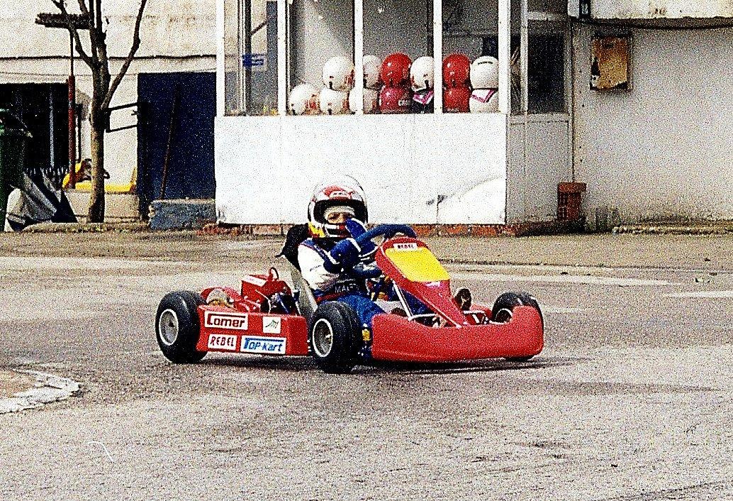 Estoy muy contento de poder anunciar que correré para Scuderia Ferrari en 2021 y del futuro que me espera con el equipo.   Aún tengo por delante un año importante con McLaren Racing y tengo ganas de volver a competir con ellos esta temporada. https://t.co/FLV2iximtn
