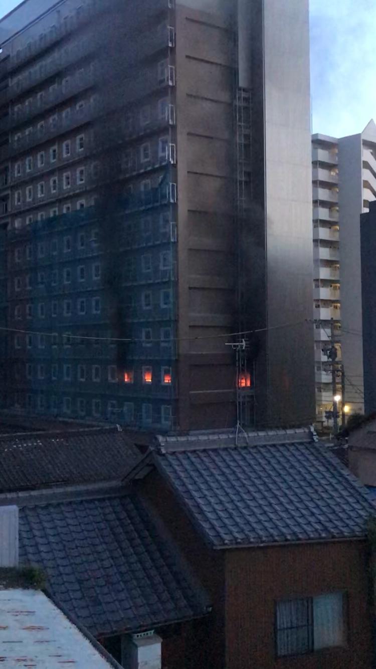 名古屋市中区正木の建設現場で火事が起きてる画像