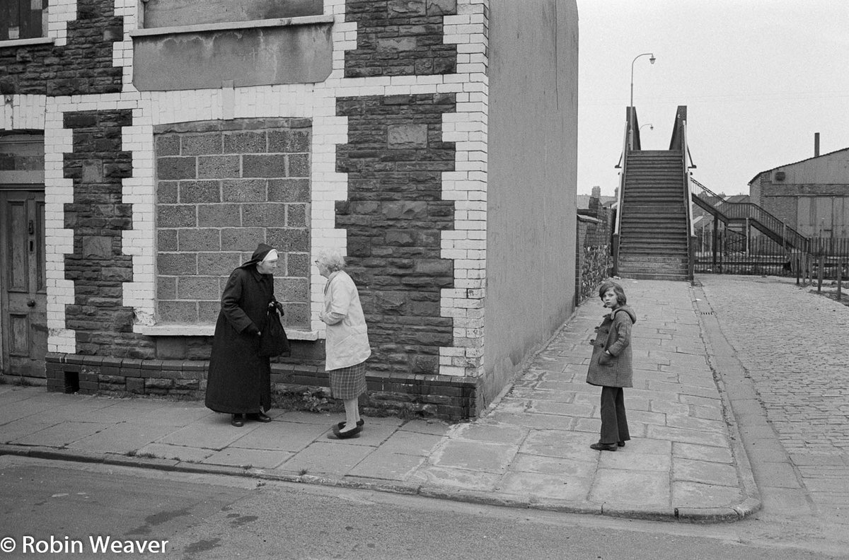 Another rediscovered photo from my #1970s neg files Street corner in Pill, #Newport #SouthWales, 1974 I think this is the bottom of Courtybella Terrace ...? #forgottenphotos #rediscoveredphotos #documentingsouthwales #photography #documentaryphotography pic.twitter.com/3B2JwCGZWE