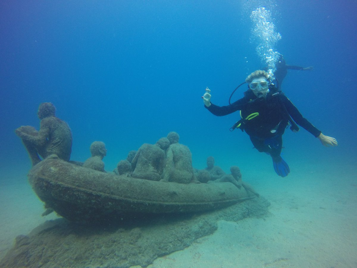 If #CanaryIslands are not on your #bucketlist, think again! Year-round sun, warm, clear water, underwater volcanic seascapes and the unique Museo Atlantico in Lanzarote! 📸 #100AWARE partner @Nonstopdivers #TravelTuesday @PADI #FeaturedDestination @PADI_Travel https://t.co/LZ2ugI3npK