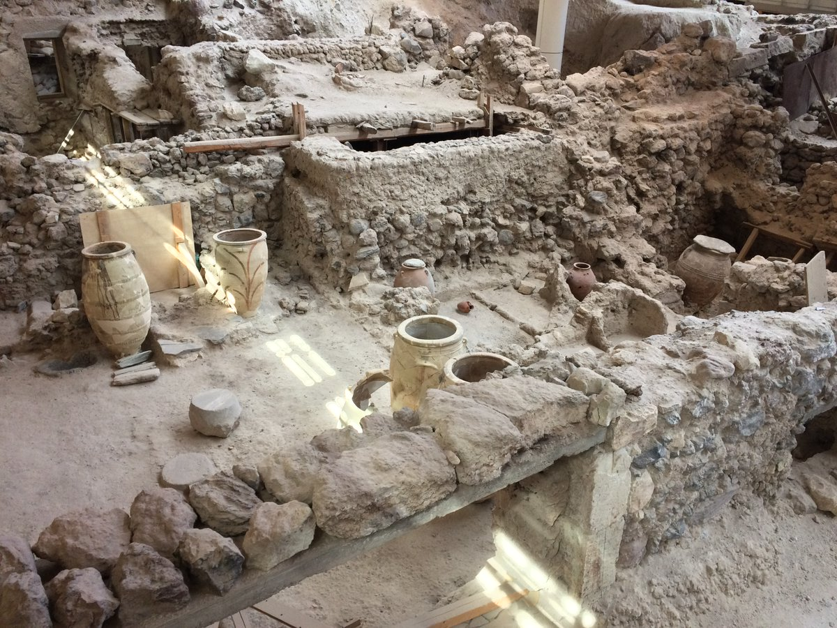 #MuseumsUnlocked #Ceramics: Storage vessels at #Akrotiri on the #Greek island #Santorini, abandoned where they stood during the devastating #volcanic eruption that tore the island apart around 1600 BCE. An #archaeological site every bit as poignant as better-known #Pompeii.pic.twitter.com/YmmgBmhf5f