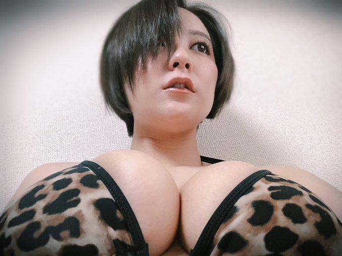 グラビアアイドル紺野栞のTwitter自撮りエロ画像14