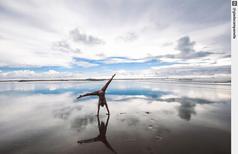 L i m i t l e s s ∞ • • • • • • • • • #giadacampanella #costarica #love #yoga #yogapose #asanapic.twitter.com/C191GeHpEr