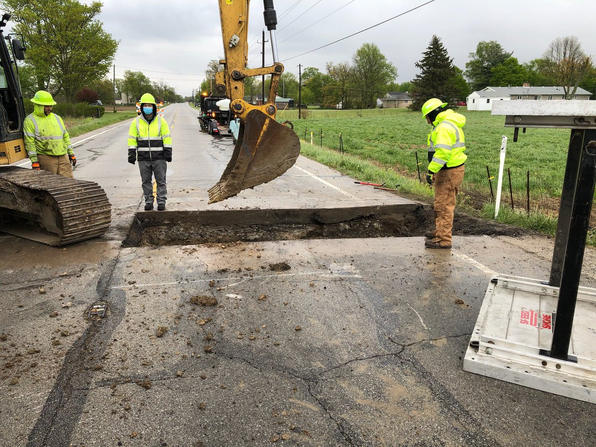 This week, work continues through rain 💧, wind 🌬 and colder temperatures 🌡. Some work can't be done in those conditions (paving, patching, etc.) but fixing a road can.