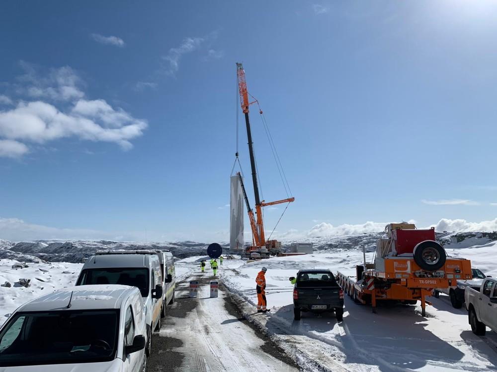 Montasje av turbiner startet i Kvenndalsfjellet vindpark https://t.co/KgS9nmBKVR https://t.co/tcC2uH3Ka3