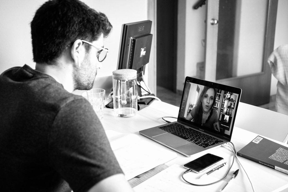 Avui, amb l'alumnat de CAV, hem iniciat el projecte «Transformant imaginaris de gènere a través del cinema», dirigit per la Mar Binimelis.  Saber des d'on narres, la interseccionalitat i la bretxa de gènere en el sector, alguns dels temes que hem xerrat amb la @NeusBallus. https://t.co/pCbY7Lc307