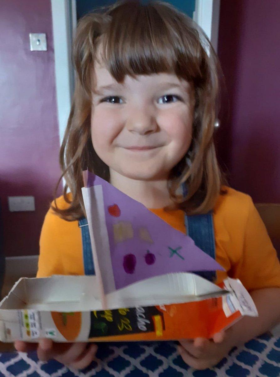 Nuestro niños trabajando en casa, construyendo barcos con los productos de la semana española en LIDL!! Fantástico!!