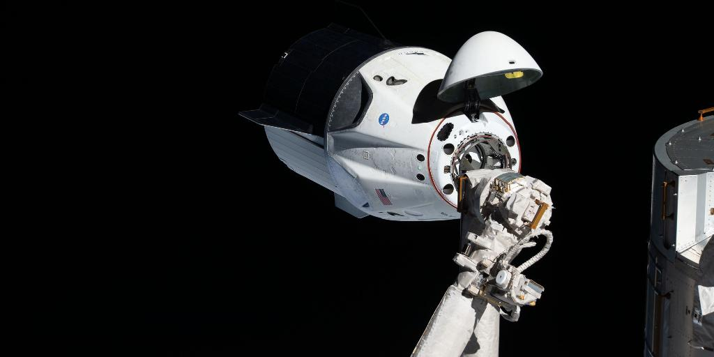 Our astronauts train extensively to operate @Commercial_Crew spacecraft for launch and docking to @Space_Station: https://t.co/xYNtPzDN1Z  Can you dock the Crew Dragon? Train like an astronaut in this @SpaceX simulator: https://t.co/zvKVRKzMgk #LaunchAmerica https://t.co/q31NLkYftZ