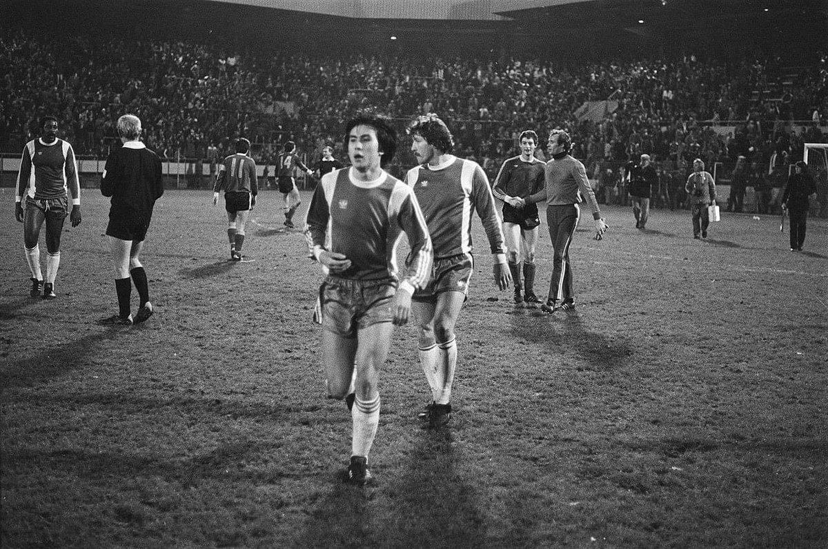 #ClydeBest #WillyVanDerKuijlen (11) #StanleyBrard #WillyKreuz #ErnieBrandts and goalkeeper #JanVanBeveren after the match between #PSVEindhoven and #Feyenoord (2-0), in the 1977/78 season.   #psvfeypic.twitter.com/BZyxSwSopt