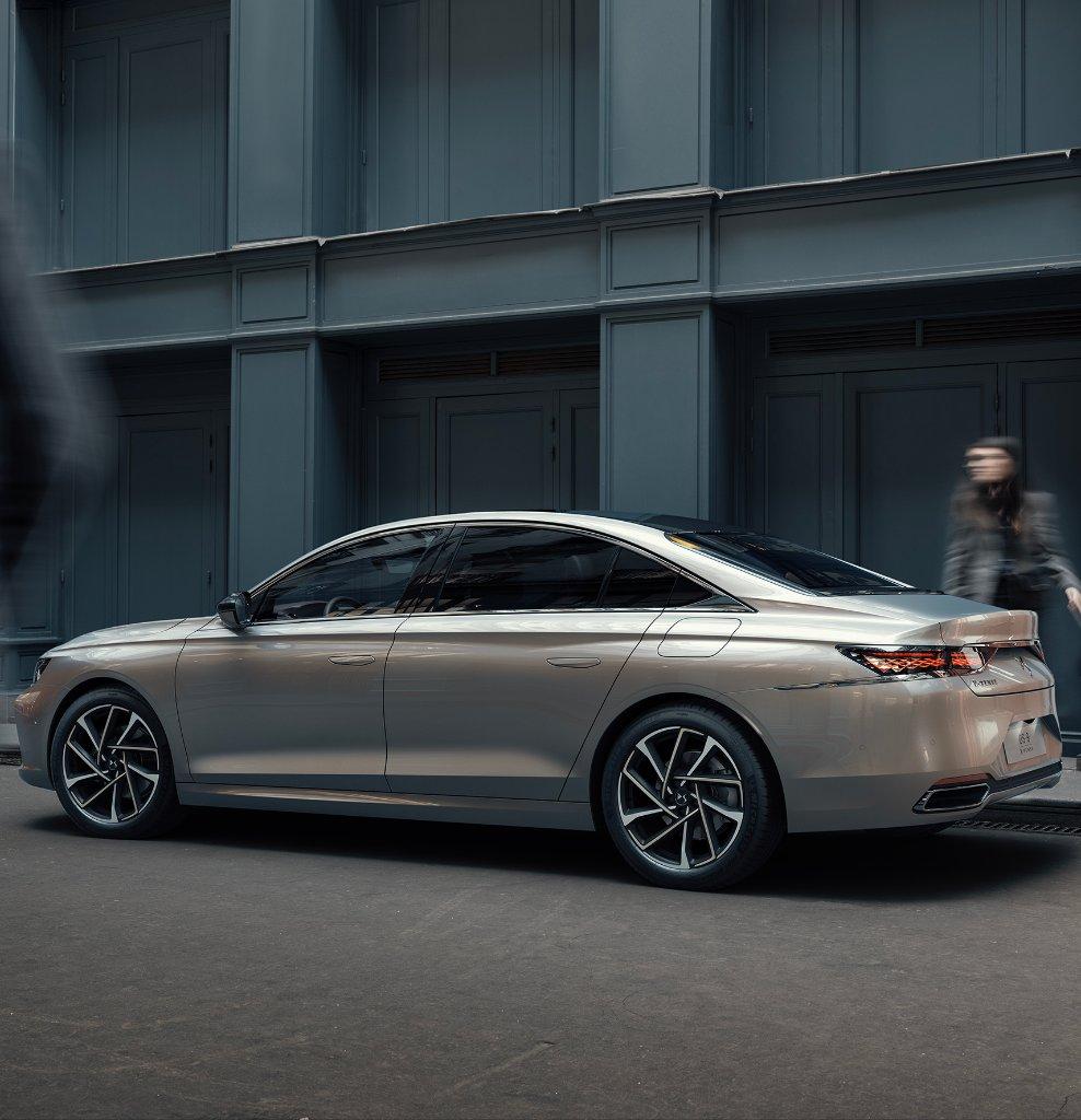 #DS9, un joyau de raffinement, une merveille de technologie. Fascinés par sa silhouette élégante et dynamique? Découvrez les finitions luxueuses de son habitacle : https://t.co/IzX9WhrqiG  #DSautomobiles https://t.co/HSeLQNTQqV