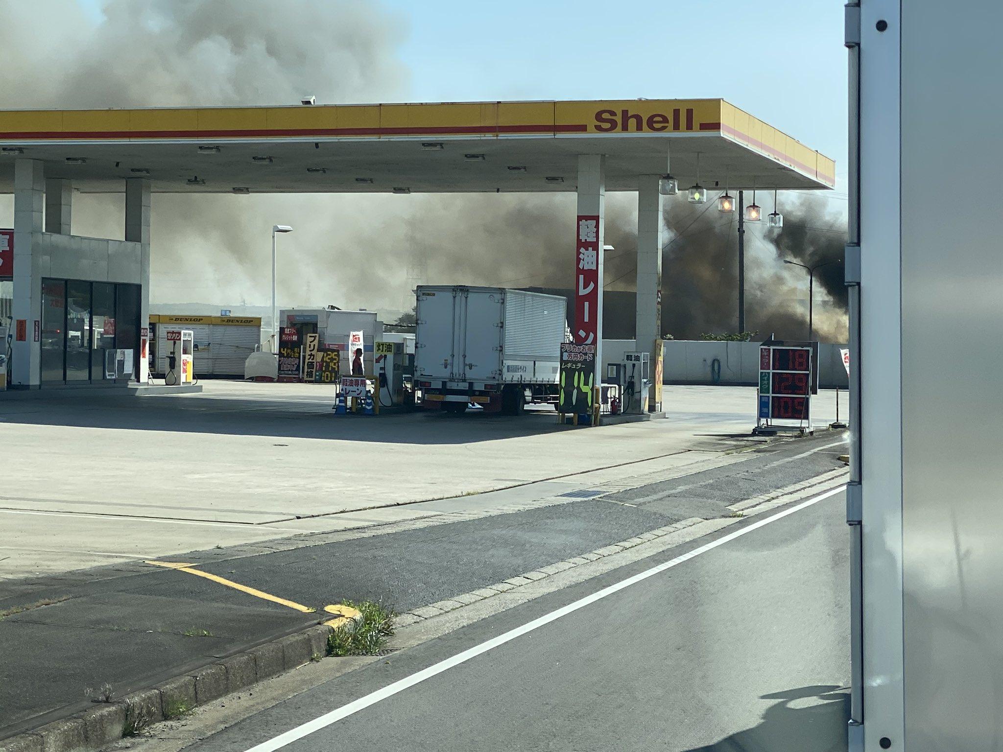 鈴鹿市上野町で火事が起きている現場の画像