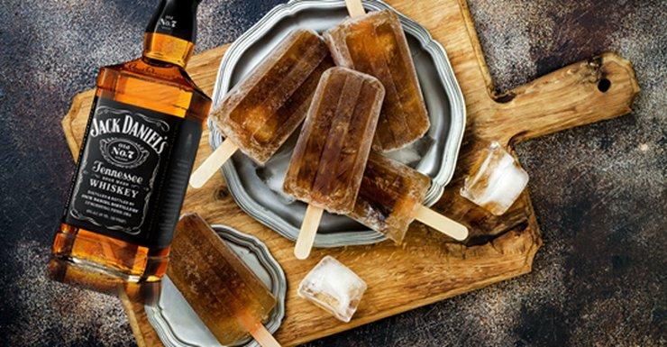 Jack & #Coke Popsicles Will Be The Official #Drunk Snack Of #Summer pineapplewhipsandchurros.com/post/jack-coke…