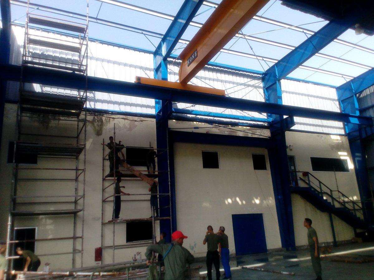 Continúan los trabajos de recuperación del Hangar N°5 de @canehel por parte de su tripulación, dando muestra de compromiso y amor a la Patria..! #LealesSiempreTraidoresNunca #SoberaniayLibertad #CazadoresdeAcero @ARB_CANB @ArmadaFANB @alessandrelloc https://t.co/scn55Tp2Q3