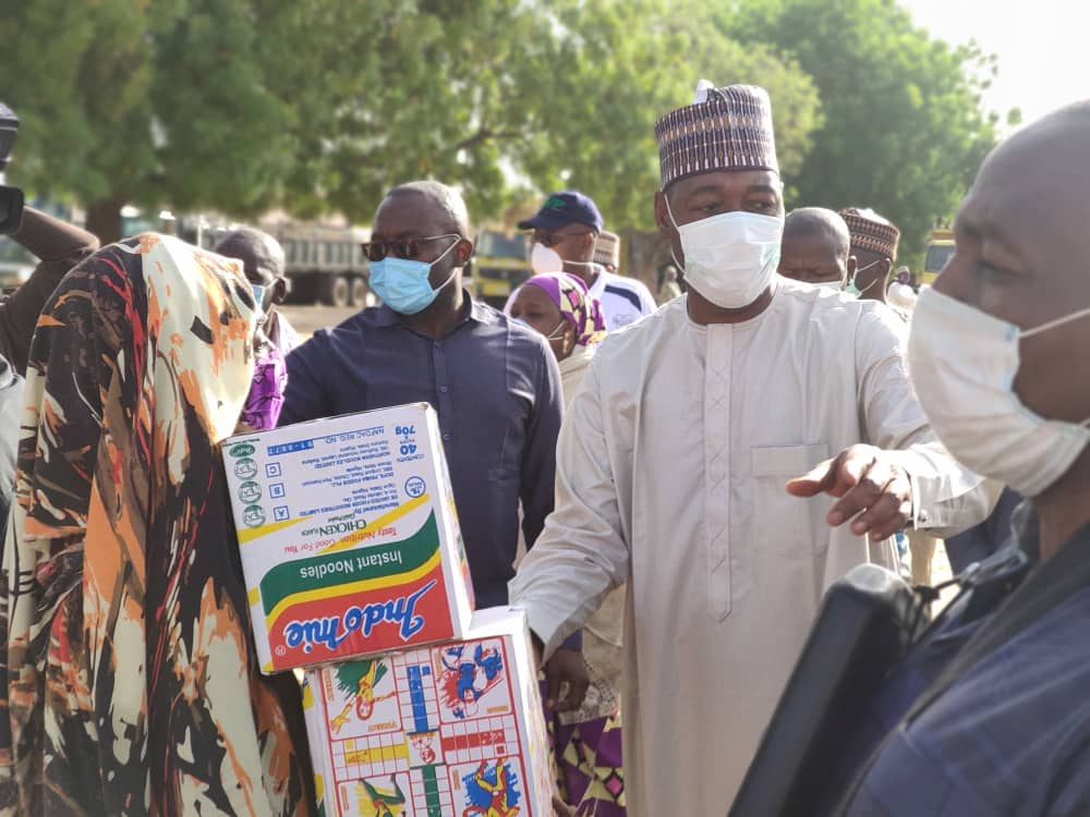 .@ProfZulum's palliatives shift to Jere; 4,000 get food in Bale-Galtimari, Maimusari.. https://t.co/wXApy5kiFI https://t.co/59XRwpyLhB